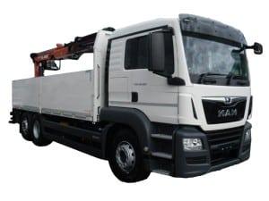 Freigestellter 26t Baustoffwagen mit Kran.