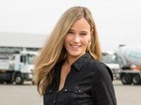 Ein Porträtbild von Denise Kirschbaum Mitarbeiterin bei ETC Miettrucks.